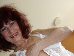 Dauerfeuchte, reife Frau will schnell gefickt werden