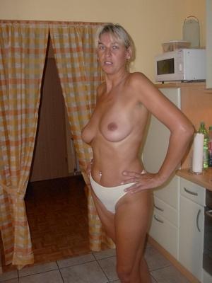 Geile Hausfrau möchte dringend gepoppt werden